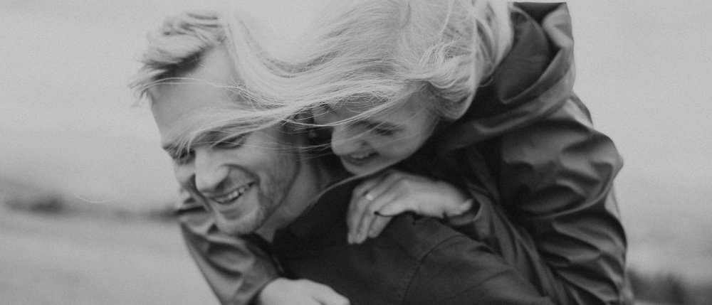 Wesele ucieczka Kasi i Marcina w Polskich Tatrach - Wszytsko zaczęło się wiosną tego roku kiedy zupełnie przypadkiem poznaliśmy dwójkę niesamowitych ludzi, Kasię i Marcina, dwa pięknych serca, które wpadły na pomysł o zrobieniu intymnego wesela-ucieczki.