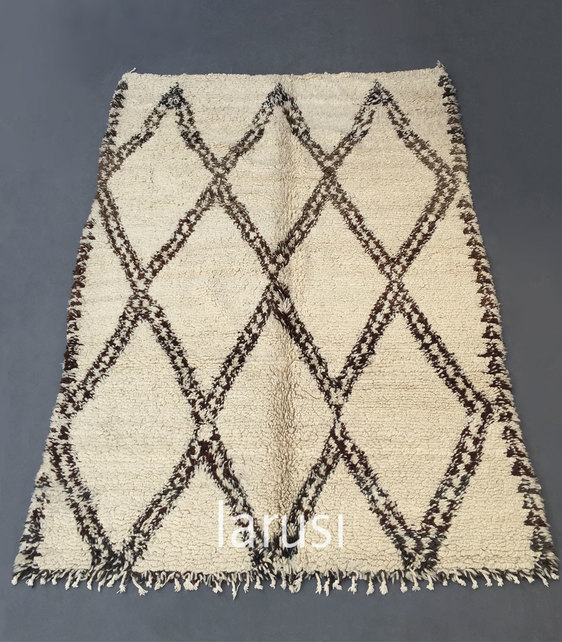 Larusi - Vintage Beni Ouarain chunky loop pile rug POA