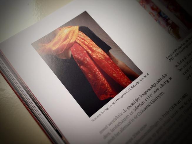 Publication in Silk - Zijde - by Ria van Els-Dubelaar ISBN 978-90-78376-21-7