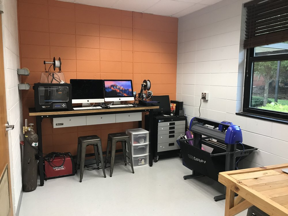 3D printers, vinyl cutter and design space