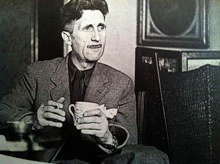 George Orwell, με το φλυτζάνι ανά χείρας