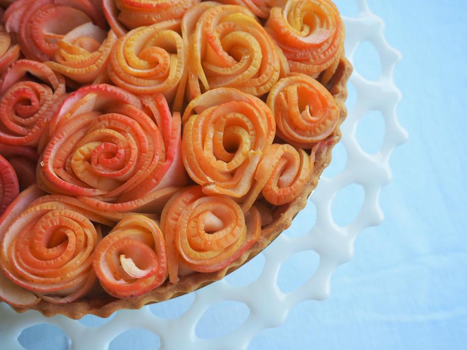 Apple Rose Tart with Earl Grey Tea