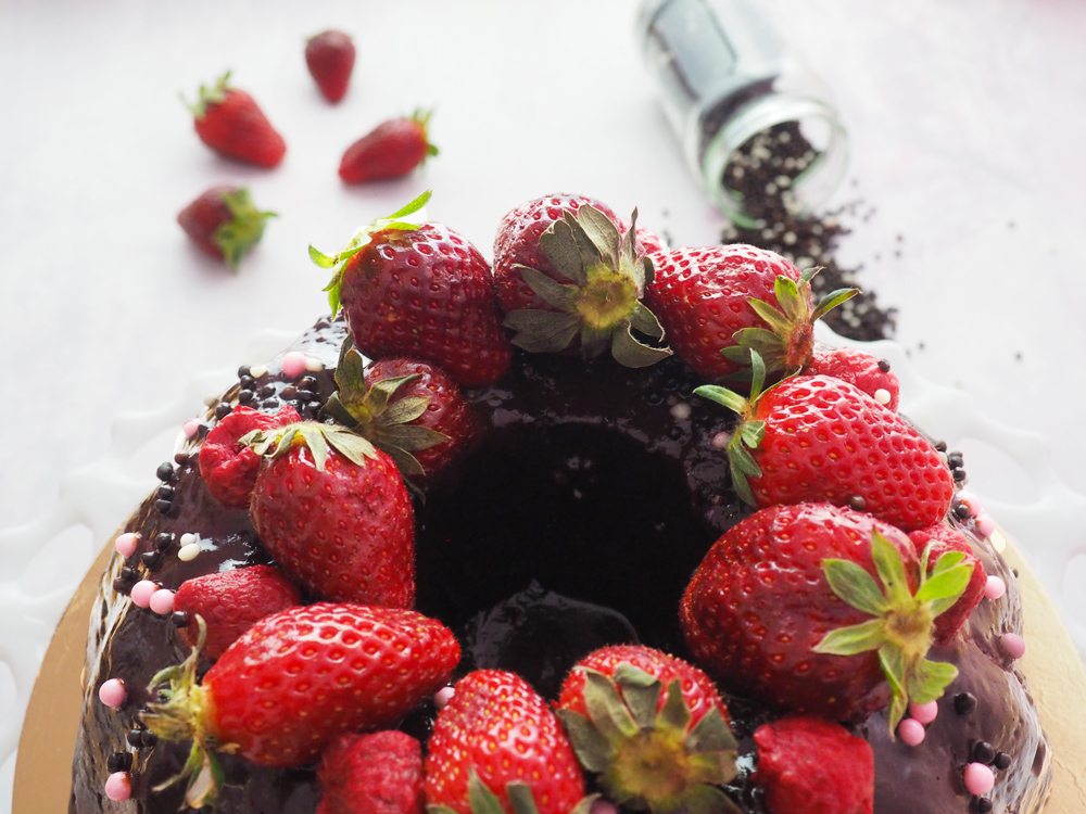 chocolate-fudge-strawberry-cake-3.jpg