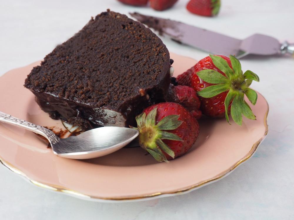chocolate-fudge-strawberry-cake-4.jpg