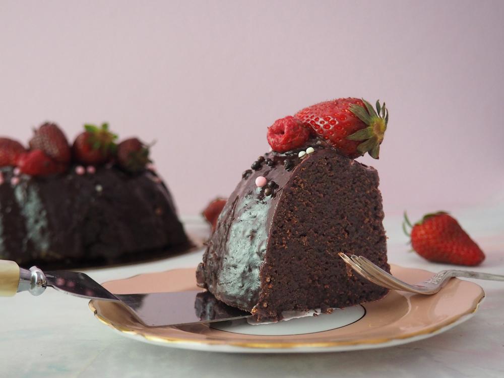 chocolate-fudge-strawberry-cake-5.jpg
