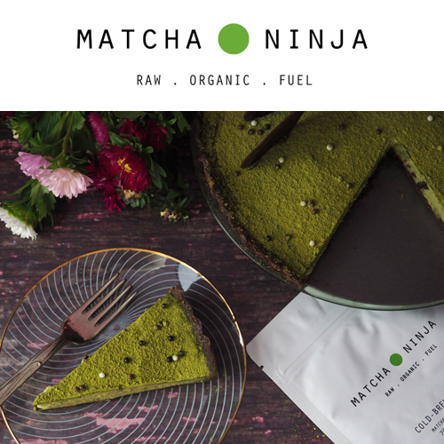 Matcha Ninja Tea - Η Madame Gâteaux λατρεύει το τσάι matcha και της αρέσει να το χρησιμοποιεί τόσο ως ρόφημα όσο και στη ζαχαροπλαστική. Το Matcha Ninja είναι ένα εξαιρετικής ποιότητας Ceremonial Grade matcha tea τριπλής βιολογικής πιστοποίησης - φυσικά και δεν θα μπορούσαμε να επιλέξουμε κάτι άλλο!