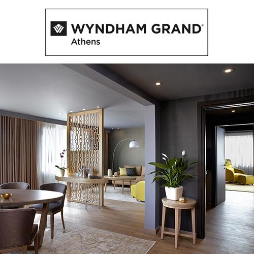 Wyndham Grand Athens Hotel - Το πεντάστερο ξενοδοχείο Wyndham μας δάνεισε την υπέρκομψη, πολυτελή προεδρική σουίτα του για μια lifestyle φωτογράφιση που πραγματοποιήθηκε σε συνεργασία με τις blogger Ιλιάδα Κλάγκου (Kiss Laurenne) και Μαριάννα Ηλιοπούλου (Blueberry Mints) με αφορμή τη γιορτή των Χριστουγέννων.