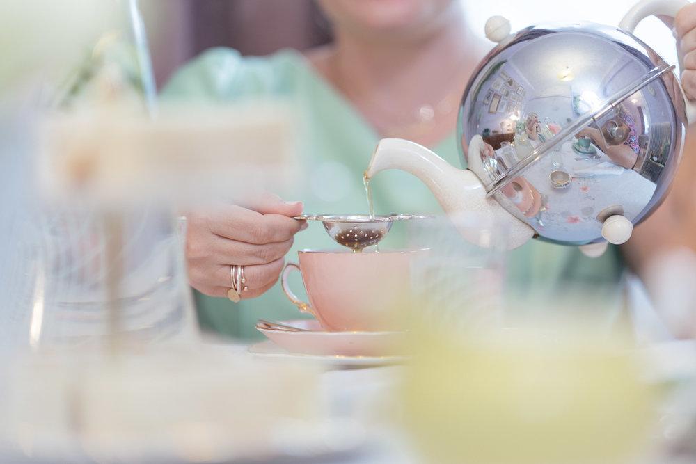 Darjeeling - Το τσάι Darjeeling είναι γνωστό στους λάτρεις του τσαγιού ως η σαμπάνια του είδους. Φυτρώνοντας στους πρόποδες των Ιμαλαΐων, απολαμβάνει τις τέλειες συνθήκες για να προσφέρει τον καλύτερο εαυτό του.
