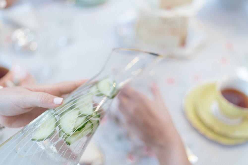 Κρύα ροφήματα - Iced tea με υβίσκο, Earl Grey & φρέσκο δυόσμοΛεμονάδα αρωματισμένη με λεβάνταΡοζ λεμονάδα με φρέσκα σμέουραSparkling water με φράουλες & ροδόνερο