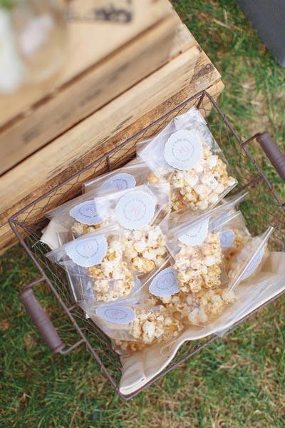 madame-gateaux-caramel-popcorn-gift-bags.jpg