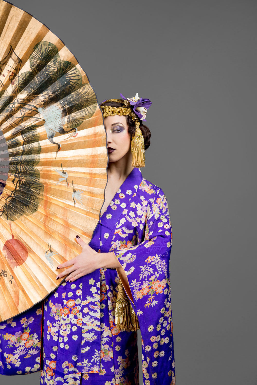 """Κοστούμι για το νούμερο """"Dr Jazz"""". Δημιουργήθηκε με βάση ένα κιμονό που ήταν δώρο, το headpiece και η ζώνη κατασκευάστηκαν από τη Σανέλ. Φωτογραφία: Camille Collin Photographe"""