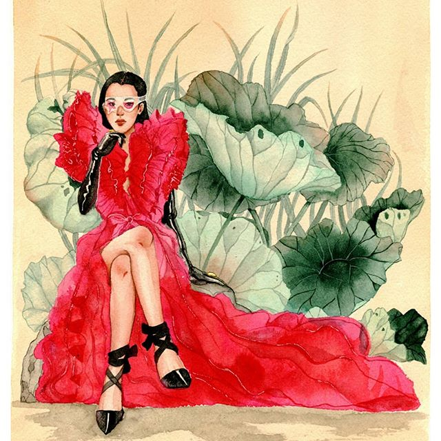 A piece from the Spring 2019 Couture @schiaparelli collection! This piece was heavily influenced by the chinese artist Wang Meifang. I usually let youtube run in the background while I'm painting and I like to listen to/watch educational videos. The video I was watching before I painted this was about women in China and a piece by Wang Meifang came onscreen and I was instantly in love with the style and the ethereal feel of her art. Her pieces of beautiful chinese women in botanical settings and traditional regal clothing. I thought this could be a great opportunity to bridge her style with mine and with a modern take. I really love how the lotus leaves came out and how it contrasts with the bright pink/red dress. . . . . Do you guys listen to music/watch videos while you paint? If so, do you have any fun historical channel recommendations? Let me know below 👇💕
