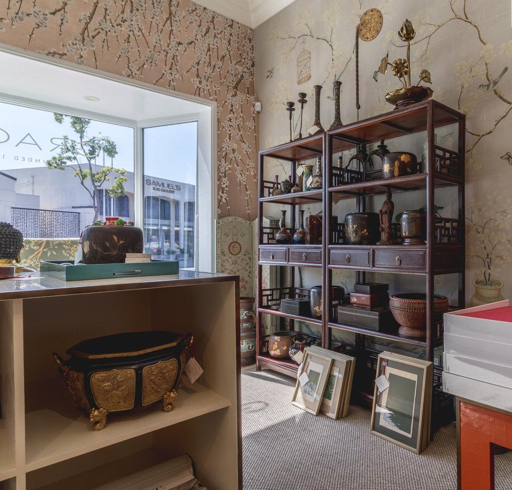 AccesoriesShowroom+Wood+ZehanaInteriors