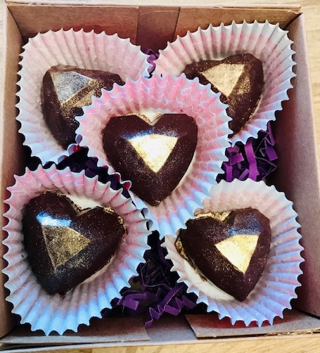 NEW Raw Veganic Golden Heart 24K Chocolate Filled Jewels 5 pc Box Set - The PERFECT, GUILT-FREE Valentine's Day gift for yourself & loved ones!