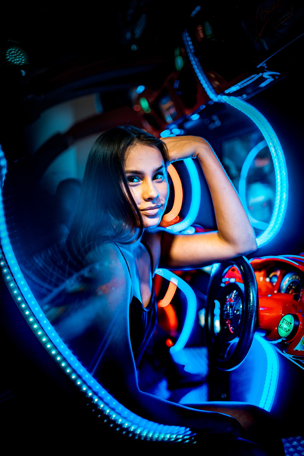 Neon Portraits - Searching a different light