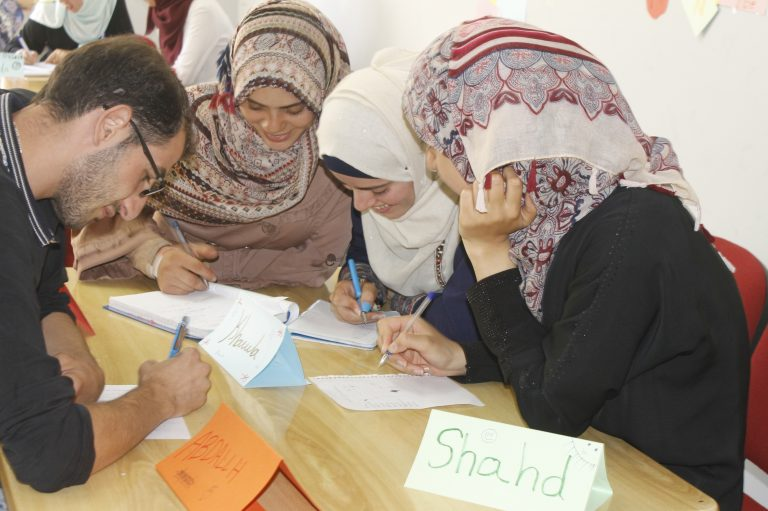 Students of the STEP! II EFL class work together on an English activity.