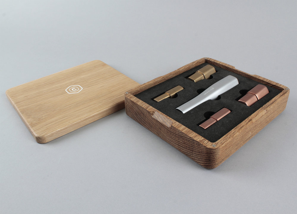 Croono comes in a oak box with 2 large, hexagonal brush heads and 2 small, squared ones. The user can tell the brush types apart by their size, shape, and colour without having to refer to labeling. A foam packaging insert ensures that the user stays organised by assigning a specific slot for the handle and each type of brush head.