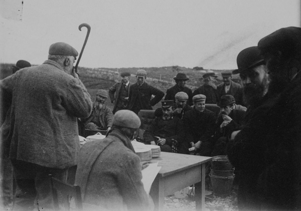Public auction at Minister's house in Clachan na Luib, North Uist [Image © NMS].