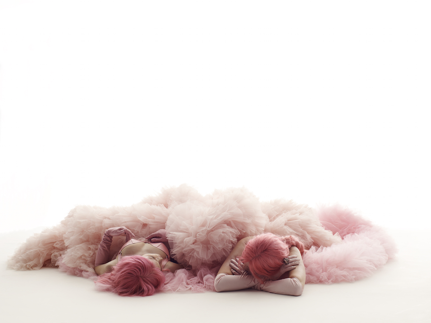 Lara+Stone+&+Anna+Ewes,+Gluttony,+Pink+-+Beats+Presents+The+Seven+Deadly+Sins+of+Edward+Enninful++A+SHOWstudio+film,+directed+by+Nick+Knight+(2).jpg