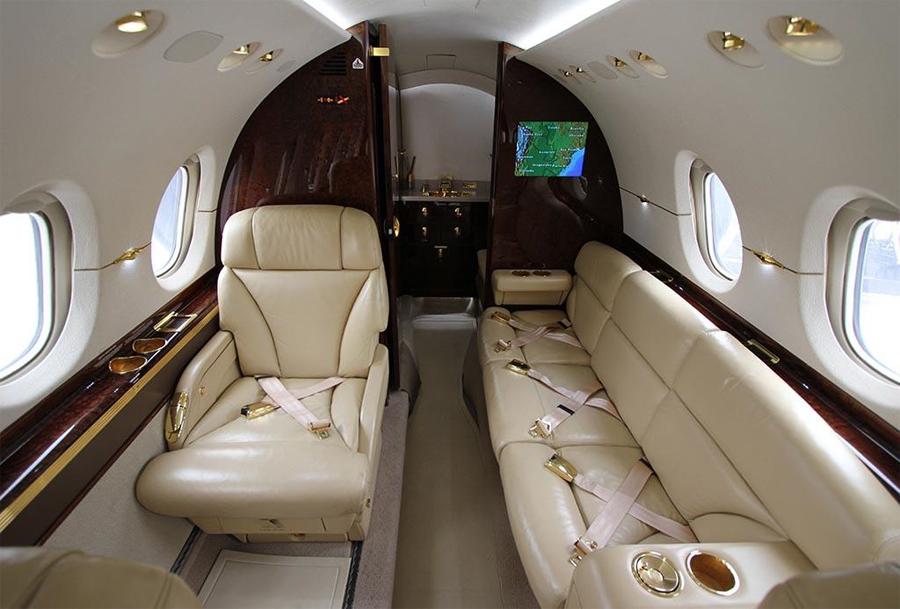 Hawker-850XP_Mid Jet_Int-4_Legacy_Aviation_Private_Jet_NetJets_Jet_Charter_TEB_VNY_MIA_PBI_FRG_SFO_FLL_FXE_BED.jpg