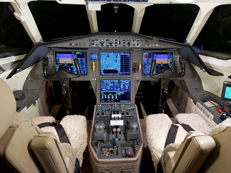 25_54_316_cockpit.jpg