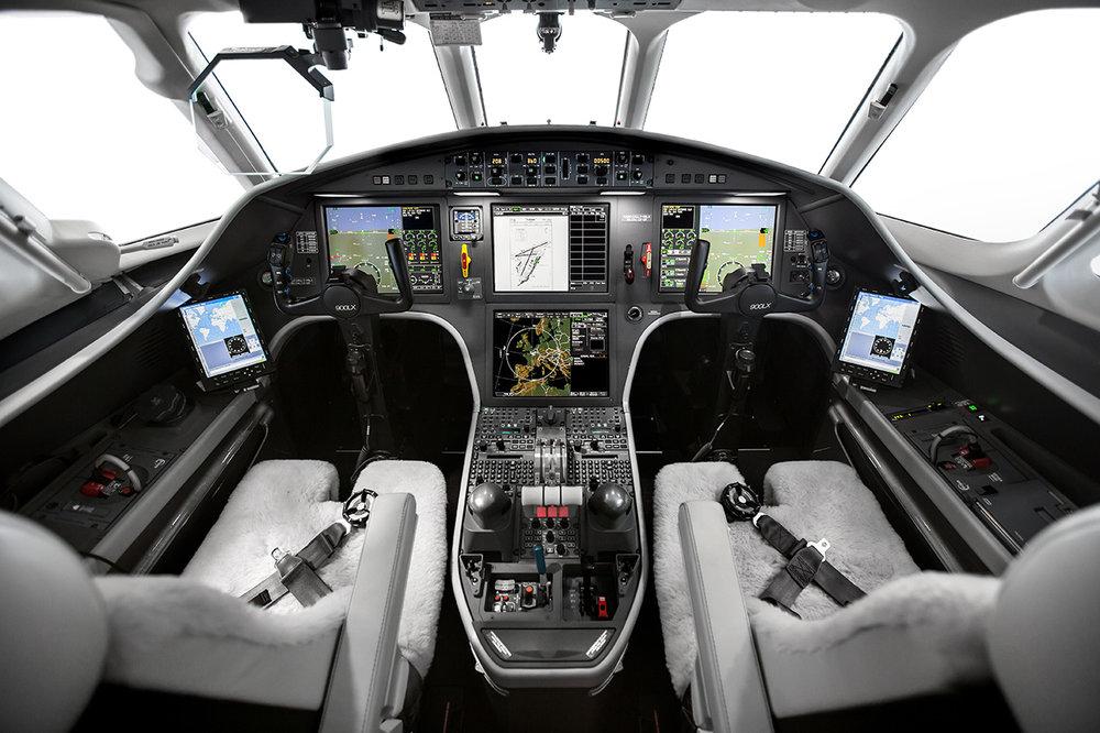 112_Falcon900LX_2015USB49.jpg