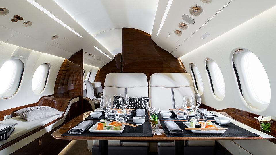 09-Falcon7X_Dining_14-960x540.jpg