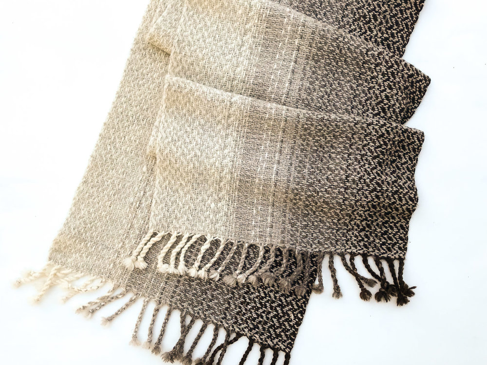 handwoven_shawl_of_jacob_yarn