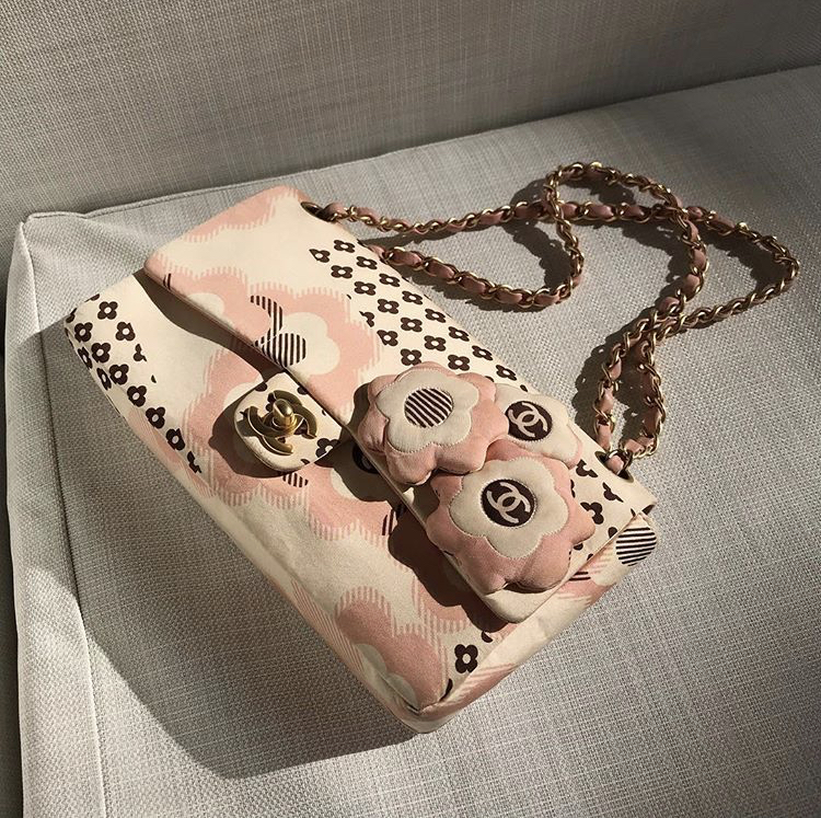 Riyah's purse pictured here.