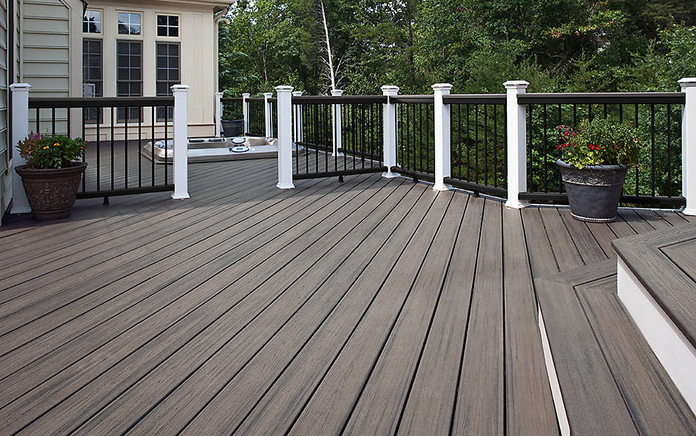 transcend-decking-island-mist-low-angle-cocktail-rail.jpg