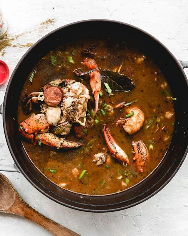 Hello Gumbo! You look delicious! . How do you like your gumbo!? And if you never had a bowl, what are you waiting on!? 😛 . Have a great Saturday friends! . . . . #gumbo #ilovelouisiana #seafood #seafoodgumbo #lifeandthyme #f52grams #lightlovers #livefolk #cookfromscratch #thatsdarling #onmytable #thecookfeed #TASTEcooking #gatheredstyle #foodblogfeed #imsomartha #hautecuisine #eattheworld #thatauthenticfeeling #nolafood #nola