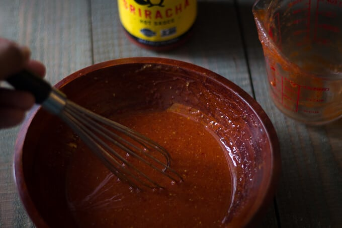 Sriracha Baked Hot Wings-Beyondthebayoublog.com