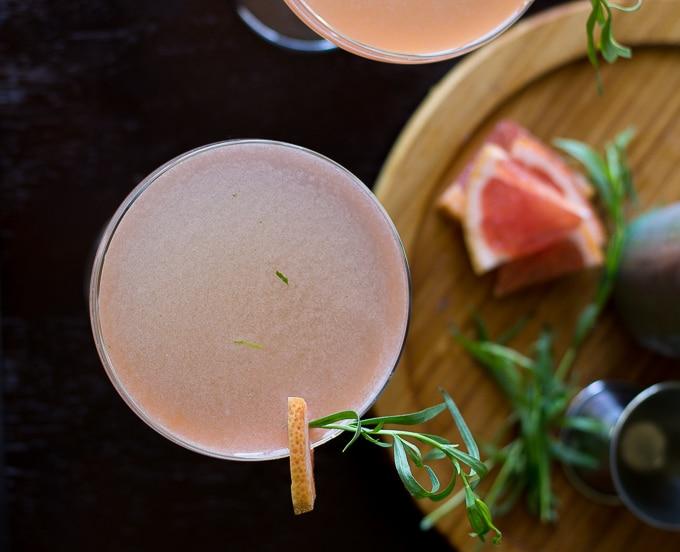 Grapefruit Tarragon gin cocktail-www.beyondthebayoublog.com