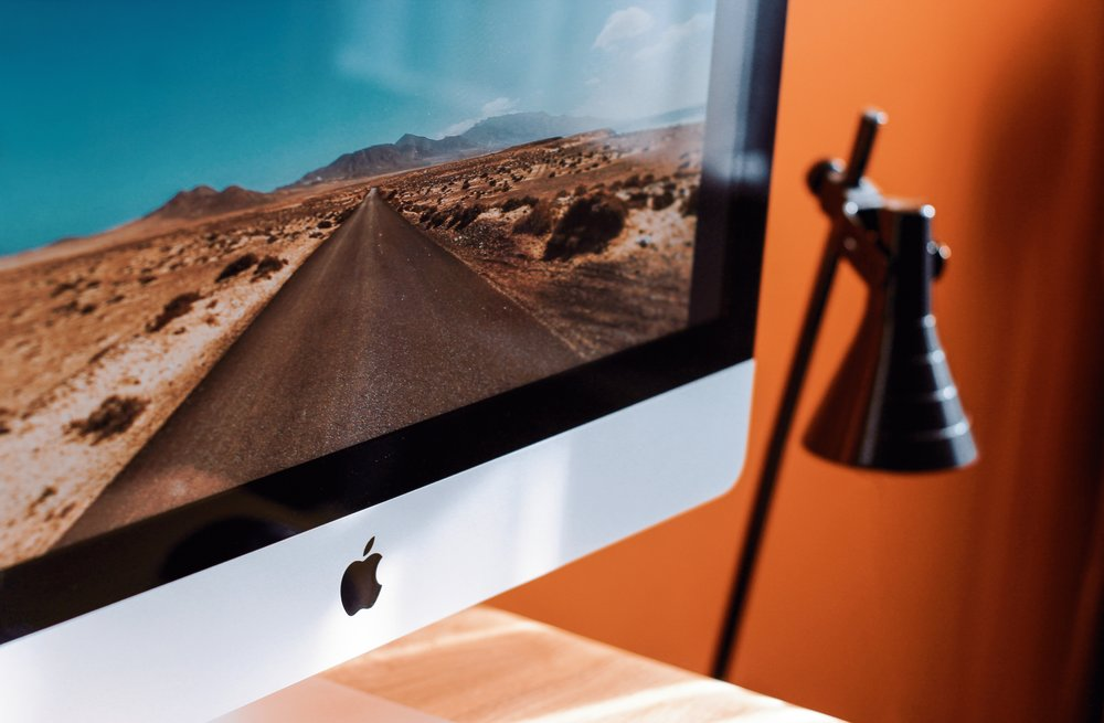 apple-device-blur-branding-1034650.jpg