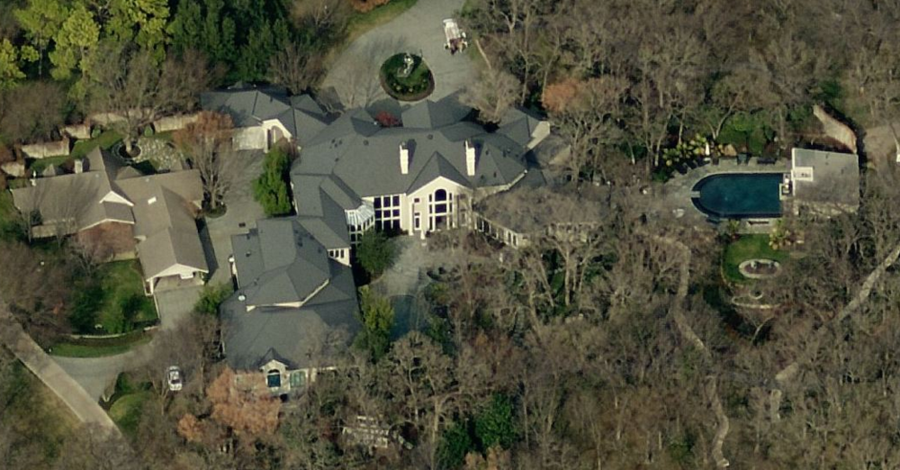 "The ridiculous and obscene mansion of ""Pastor"" T. D. Jakes"