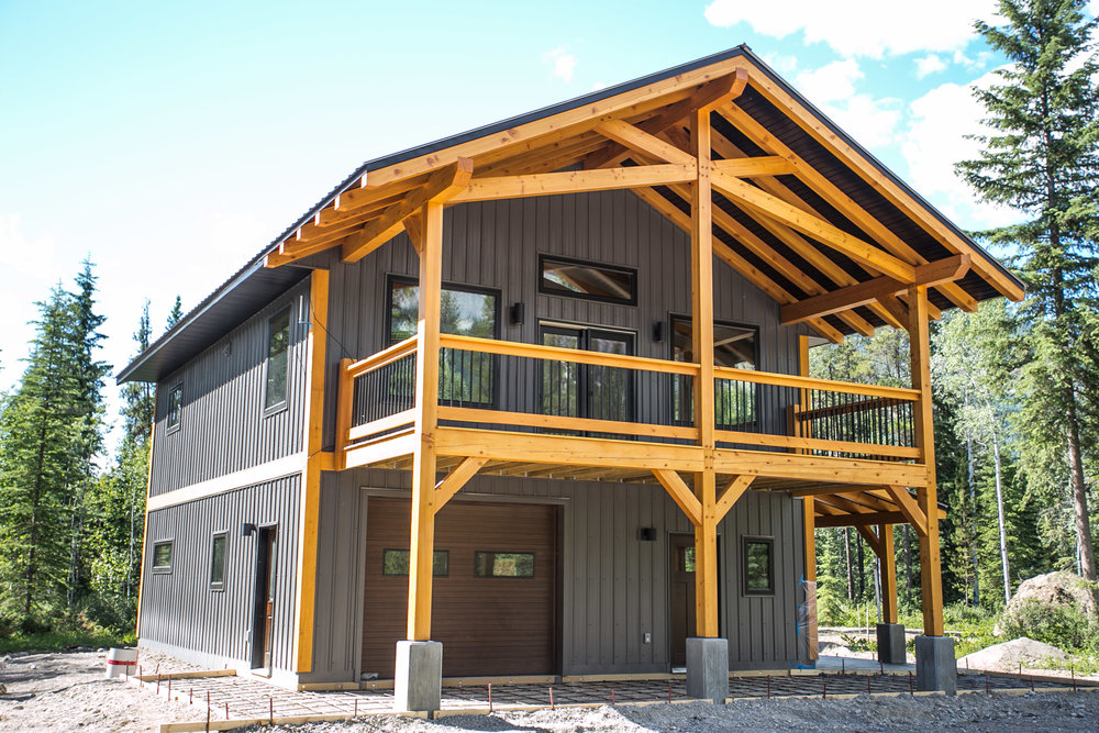 Brenner's Blaeberry Carriage House - The ultimate recreation property. Designed as a carriage house with all the toy storage in the main level and mountain-view living on the upper level, Brenner's mountain getaway is big, bold and beautiful.