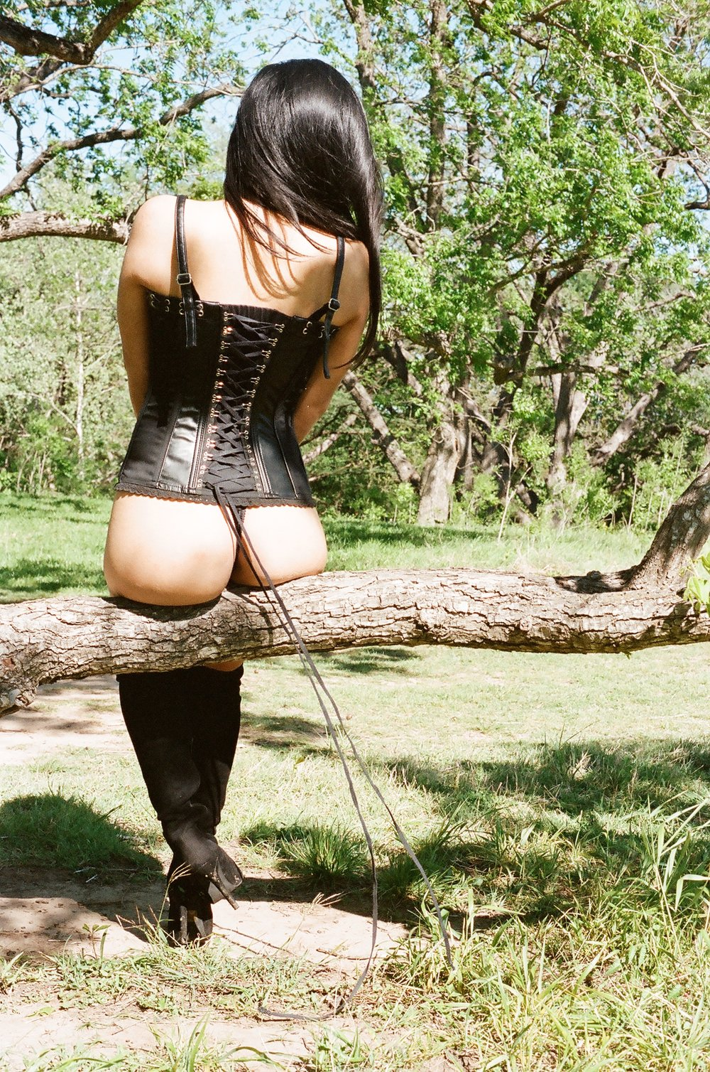 Empress Wu and her huge ass in Nature