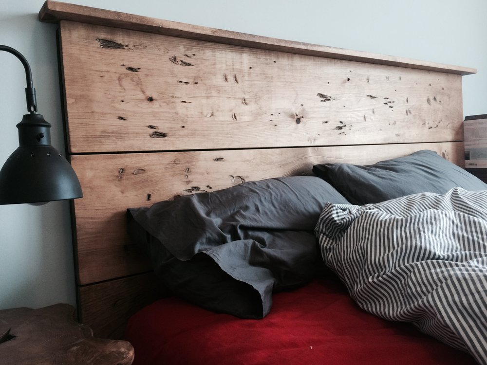 - distressed pine with headboard