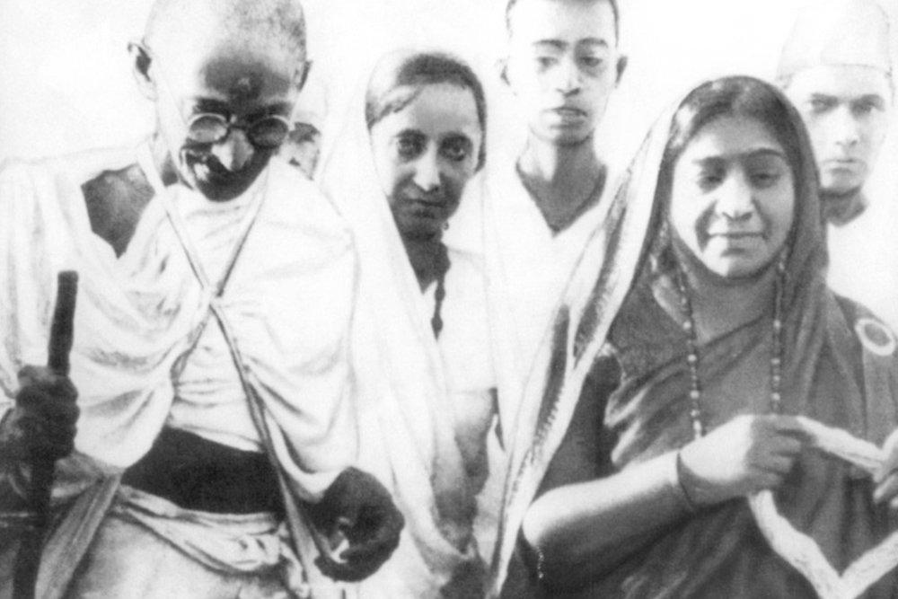 Gandhi on the Dandi March, with Sarojini Naidu. Courtesy Wikimedia Commons.