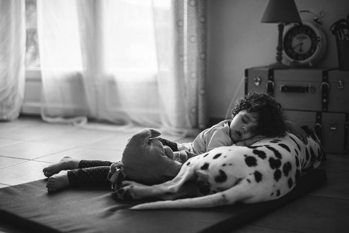 complicite-chien-enfant