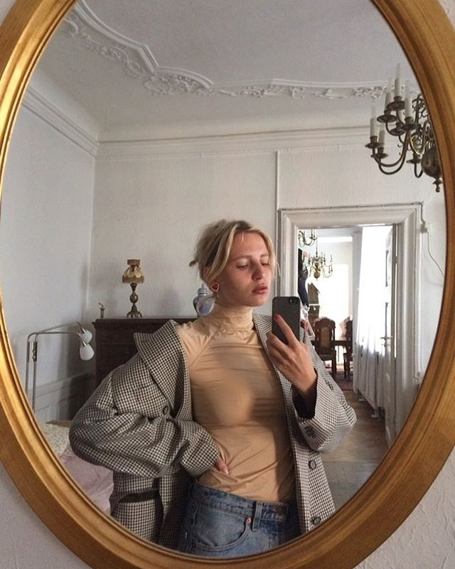 @lottaliinalove getting on her Friday grind with the Una top in nude 🍯 #nanushkagirls #RS19