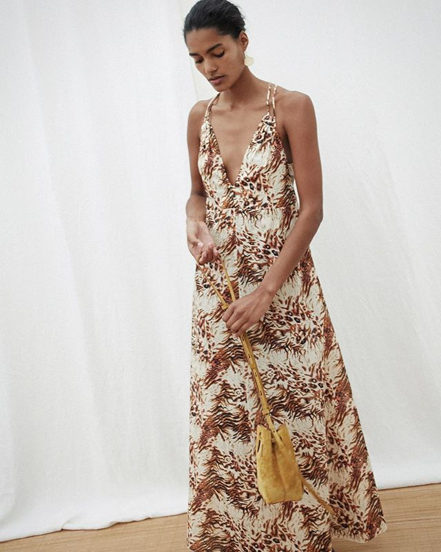Sugar, spice & everything nice ✨ The Edan dress & the Minee bucket bag in motion 💫 #nanushka #ss19