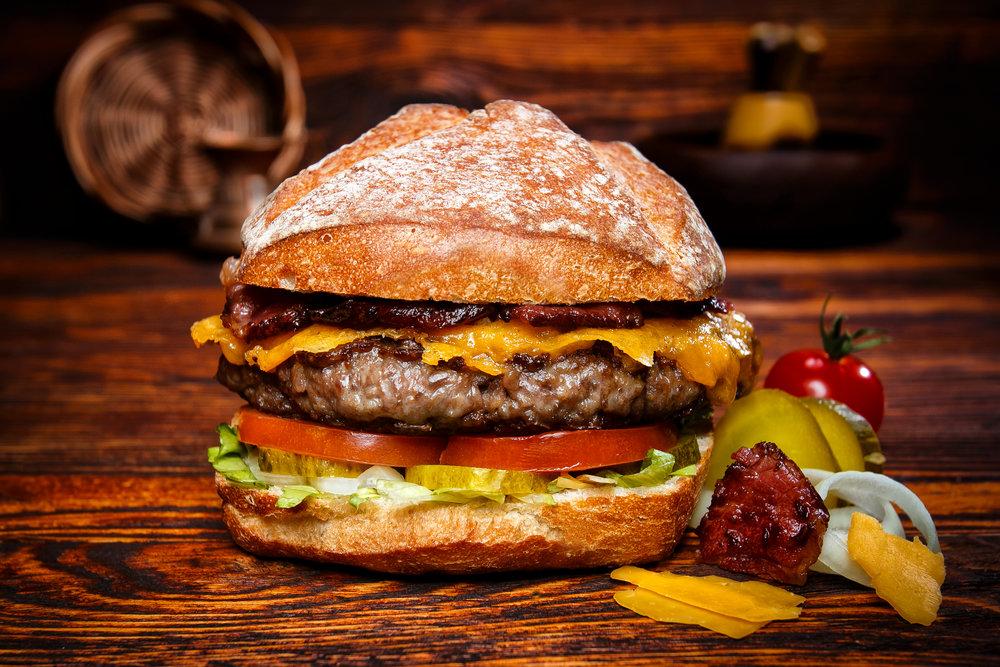 WE LOVE BURGERS & YOU ! - Mit hochwertigen Zutaten und ausgefallenen Kombinationen werden wir dir ein Lächeln vor und nach dem Verzehr auf die Lippen zaubern.Folge dem Knurren deines Magens und mach dich bereit für das besondere Burgererlebniss.ACHTUNG - Wir bitten dich zu reservieren, so kannst du deinen Burger ohne grosse Wartezeit geniessen.