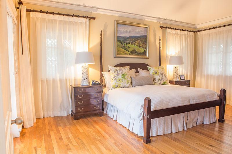 King Bed Villa Mara.jpg