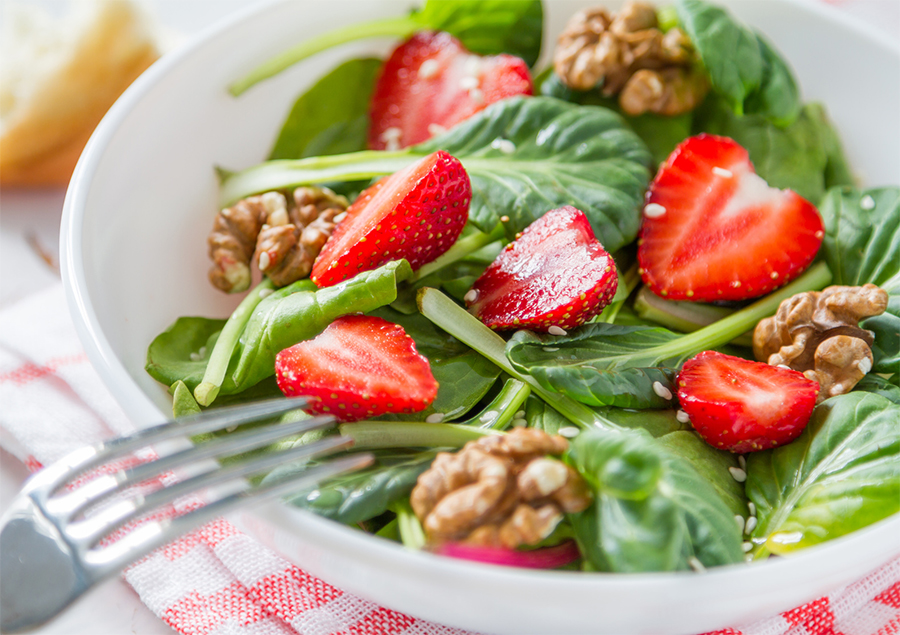 spinach-salad-strawberries-pecans.jpg