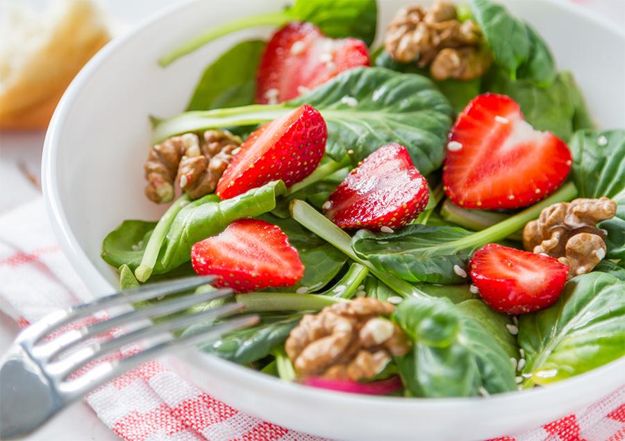 spinach-salad-strawberries-pecans.jpg