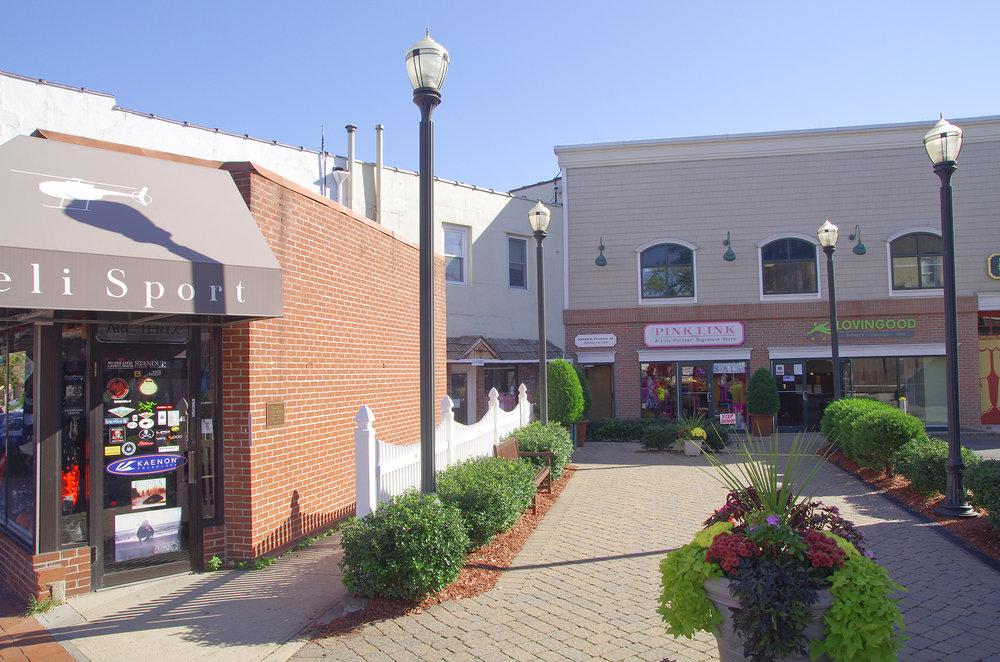 Kensington Estates Woodbury - Huntington - Shopping - 4.jpg