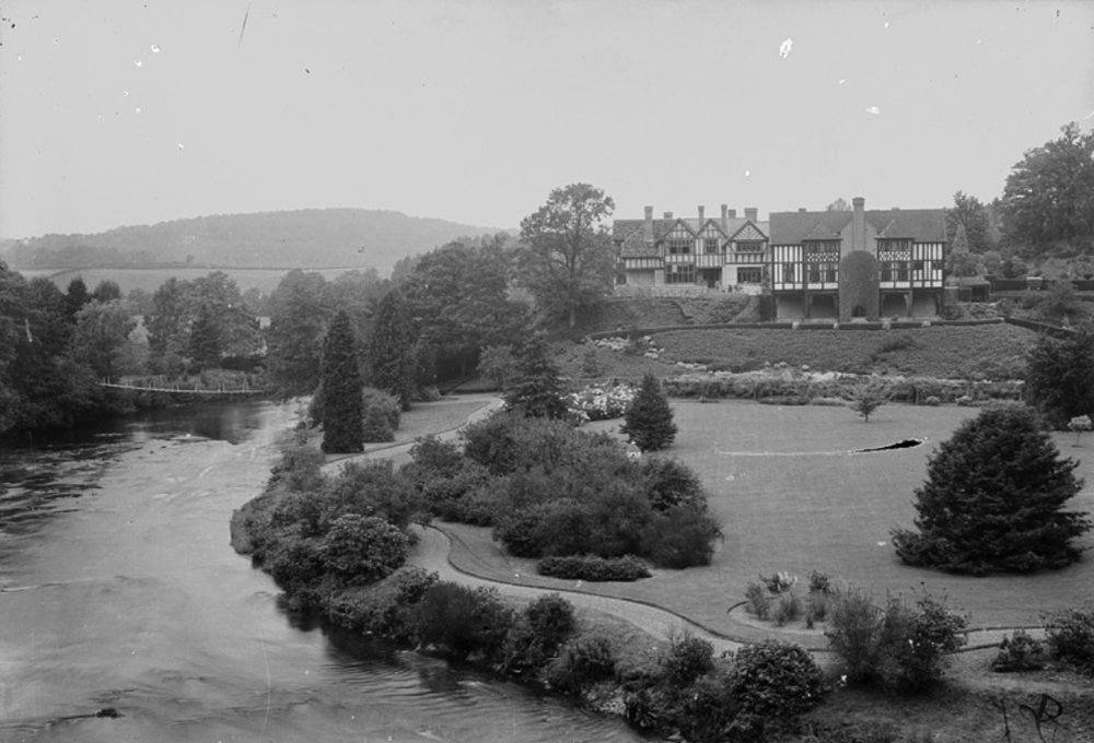 The original swing bridge was rebuilt