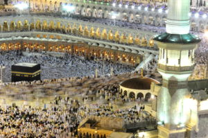 Before_the_Hajj_is_complete_pilgrims_must_return_to_Mecca_to_perform_a_-farewell_tawaf-_around_the_Kaaba._-_Flickr_-_Al_Jazeera_English-300x199.jpg