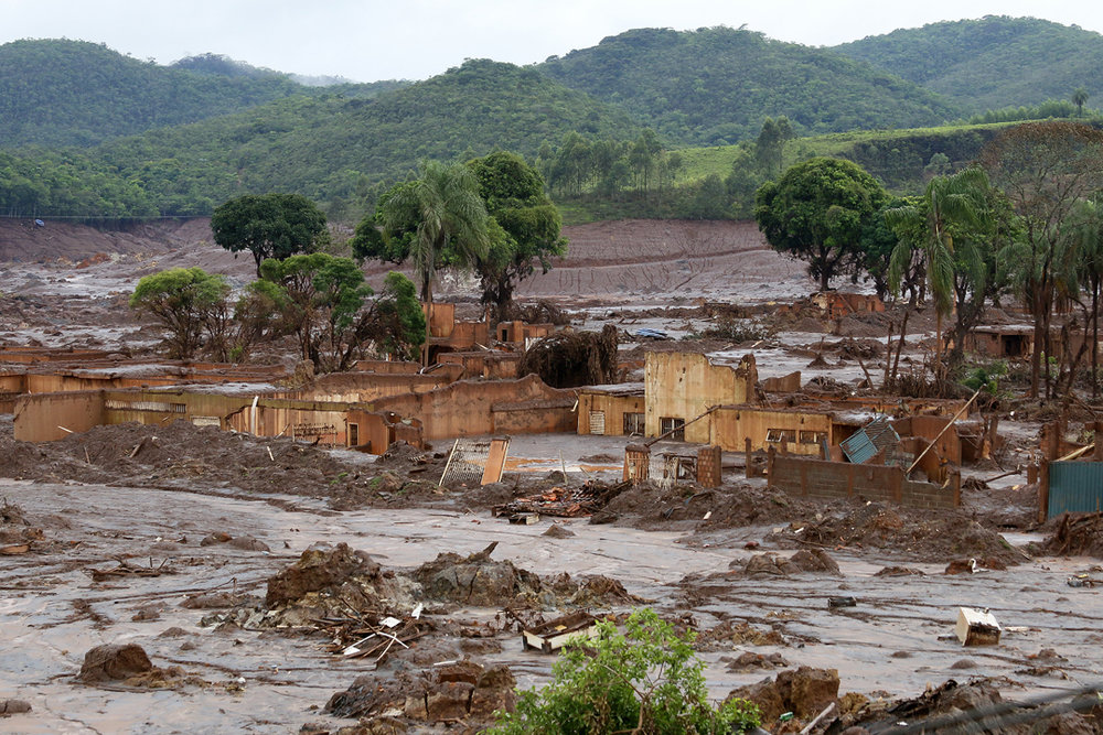 A town is destroyed following a similar dam burst in Minas Gerais in 2015. (flickr)
